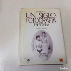 Libros de segunda mano: CRONICA DE UN SIGLO DE FOTOGRAFIA EN ESPAÑA, / FRANCISCO TORRES DIAZ, KODAK, 1999. Lote 119032871
