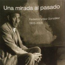 Libros de segunda mano: UNA MIRADA AL PASADO. FEDERICO VÉLEZ GONZÁLEZ. 1905-2005.. Lote 119240655
