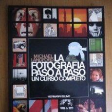 Libros de segunda mano: FOTOGRAFIA PASO A PASO UN CURSO COMPLETO. Lote 121369955