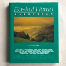 Libros de segunda mano: EUSKAL HERRIA ESENTZIAK POR XABI OTERO. ED. TXORIA ERREKAN.. Lote 125079383