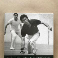Libros de segunda mano: ANTOLOGÍA FOTOGRÁFICA DE LA PELOTA A MANO POR MANU CECILIO. EDITA EL DIARIO EL CORREO, 2003. Lote 127729559