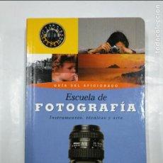 Libros de segunda mano: ESCUELA DE FOTOGRAFIA: GUIA DEL AFICIONADO, INSTRUMENTOS, TÉCNICAS Y ARTE - VVAA. TDK349. Lote 128413179