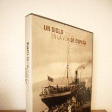 Libros de segunda mano: LORENZO DÍAZ & PUBLIO LÓPEZ MONDÉJAR: UN SIGLO EN LA VIDA DE ESPAÑA (LUNWERG, 2001) PERFECTO. Lote 131638518