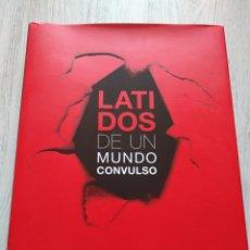 Libros de segunda mano: LATIDOS DE UN MUNDO CONVULSO LIBRO DE FOTOGRAFÍAS SANDRA BALSELLS KIM MANRESA 2007. Lote 131793674