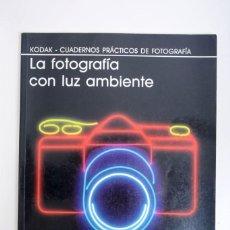 Libros de segunda mano: LA FOTOGRAFÍA CON LUZ AMBIENTE. KODAK-CUADERNOS PRÁCTICOS DE FOTOGRAFÍA, ED. FOLIO. Lote 141135402