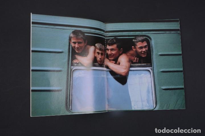 Libros de segunda mano: Fotos. tres años conociendo gente por el mundo, vol 1 Planeta Humano - Foto 3 - 141136826