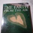 Libros de segunda mano: THE EARTH FROM THE AIR, POR YANN ARTUS-BERTRAND, 1999, ISBN 050001955X. Lote 141548090