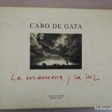 Libros de segunda mano: JOSÉ ÁNGEL VALENTE Y MANUEL FÁLCES - CABO DE GATA: LA MEMORIA Y LA LUZ.. Lote 141730046