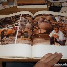 Libros de segunda mano: ELS MERCATS DE BARCELONA. TEXT DANIELLE PROVANSAL. FOTOGRAFIA MELBA LEVICK. 1ª EDICIÓ 1992. . Lote 145770662