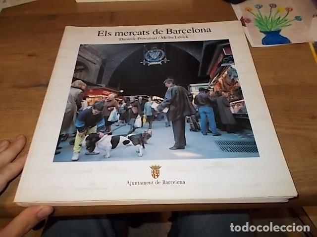 Libros de segunda mano: ELS MERCATS DE BARCELONA. TEXT DANIELLE PROVANSAL. FOTOGRAFIA MELBA LEVICK. 1ª EDICIÓ 1992. - Foto 2 - 145770662