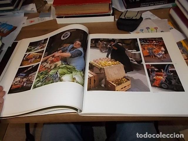 Libros de segunda mano: ELS MERCATS DE BARCELONA. TEXT DANIELLE PROVANSAL. FOTOGRAFIA MELBA LEVICK. 1ª EDICIÓ 1992. - Foto 11 - 145770662
