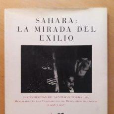 Libros de segunda mano: SAHARA: LA MIRADA DEL EXILIO - FOTOGRAFÍAS DE SANTIGO TORRALBA . Lote 147494242
