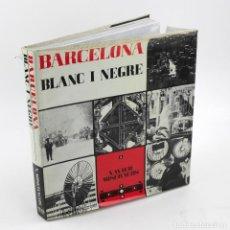 Libros de segunda mano: BARCELONA BLANC I NEGRE, XAVIER MISERACHS. 1ªED. 1964. 34X32 CM.. Lote 149844346