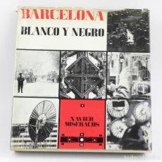 Libros de segunda mano: BARCELONA BLANCO Y NEGRO, XAVIER MISERACHS. 1ªED. 1964. 34X32 CM.. Lote 149844538