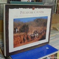 Libros de segunda mano: LMV - PITCHFORK COUNTRY, THE PHOTOGRAPHY OF BOB MOORHOUSE. TEXTO EN INGLES. Lote 150809090