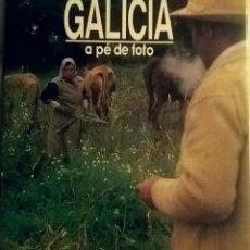 Libros de segunda mano: GALICIA A PÉ DE FOTO. VVAA. LUNWERG EDITORES S.A. UIMP.. Lote 153145213