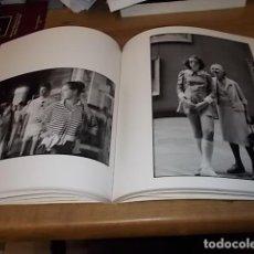 Libros de segunda mano: EL LOUVRE Y SUS VISITANTES FOTOGRAFÍAS DE ALÉCIO DE ANDRADE. LEPASSAGE. IMS. 1ª EDICIÓN 2009. . Lote 154376318