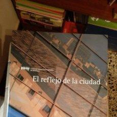 Libros de segunda mano: EL REFLEJO DE LA CIUDAD.. Lote 165350948