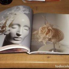 Libros de segunda mano: SOMBREROS PARA REYES HELLIN. ED. TEÓFILO EDICIÓNS. ILUSTRACIONES GABRIELA AYZA. 1ª EDICIÓN 2015.. Lote 167499980