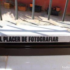 Libros de segunda mano: EL PLACER DE FOTOGRAFIAR. Lote 168369268