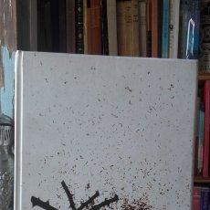 Libros de segunda mano: HOSOE - YOKIO MISHIMA: KILLED BY ROSES - MUERTO POR LAS ROSAS, (LUMEN, 1ª, 1963) FIRMA MISHIMA. Lote 172565750