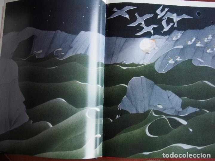 Libros de segunda mano: La lluna den Joan 33 anys dil·lustració Carme Solé Vendrell catalán español francés inglés - Foto 8 - 173521749