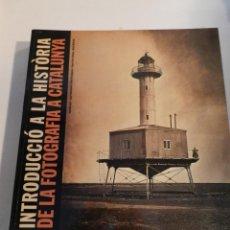 Libros de segunda mano: INTRODUCCIO A LA HISTORIA DE LA FOTOGRAFIA A CATALUNYA DAVID BALSELLS JOAN FONTCUBERTA. Lote 177868790
