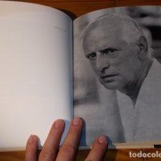 Libros de segunda mano: DELS QUI ESCRIUEN. RETRATS 1967 - 1983 .TEXT MIQUEL BEZARES. FOTOGRAFIES TONI CATANY. LUNWERG. 2002. Lote 180512955