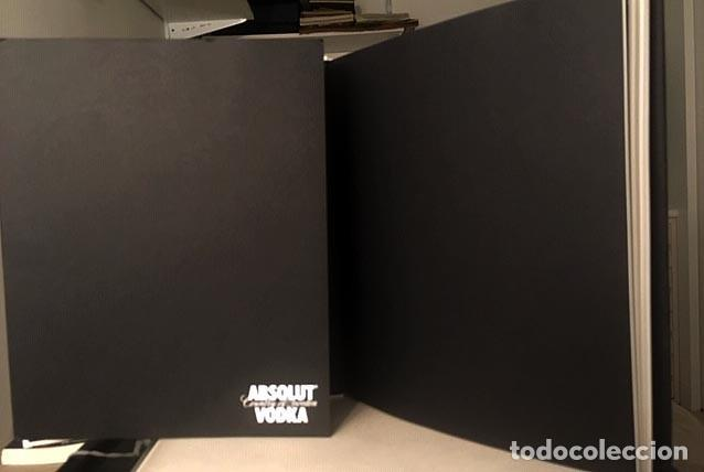 Libros de segunda mano: Absolut Legacy (Over 30 years of Absolut creativity) Absolut Vodka. Marketing. Diseño - Foto 2 - 183452220