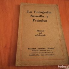 Libros de segunda mano: LA FOTOGRAFÍA SENCILLA Y PRÁCTICA MANUAL DEL AFICIONADO KODAK . Lote 183735783