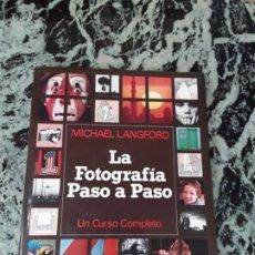 Libros de segunda mano: LA FOTOGRAFIA PASO A PASO (UN CURSO COMPLETO). TAPA DURA!!! MICHAEL LANGFORD.BLUME, 1979 (1ª ED) EXC. Lote 187470512