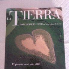 Libros de segunda mano: LA TIERRA VISTA DESDE EL CIELO. EL PLANETA EN EL AÑO 2000. YANN ARTHUS-BERTRAND. LIBRO. Lote 190973827