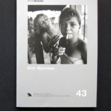 Libros de segunda mano: KIM MANRESA – PHOTOBOLSILLO. BIBLIOTECA DE FOTÓGRAFOS ESPAÑOLES Nº 43 – LA FÁBRICA 2002. Lote 194951095