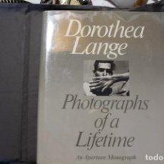 Libros de segunda mano: DOROTHEA LANGE. PHOTOGRAPHS OF A LIFETIME. AN APERTURE MONOGRAPH. TEXTO EN INGLÉS. Lote 195140765