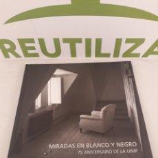 Libros de segunda mano: MIRADAS EN BLANCO Y NEGRO.75 ANIVERSARIO DE LA UIMP.. Lote 195279627