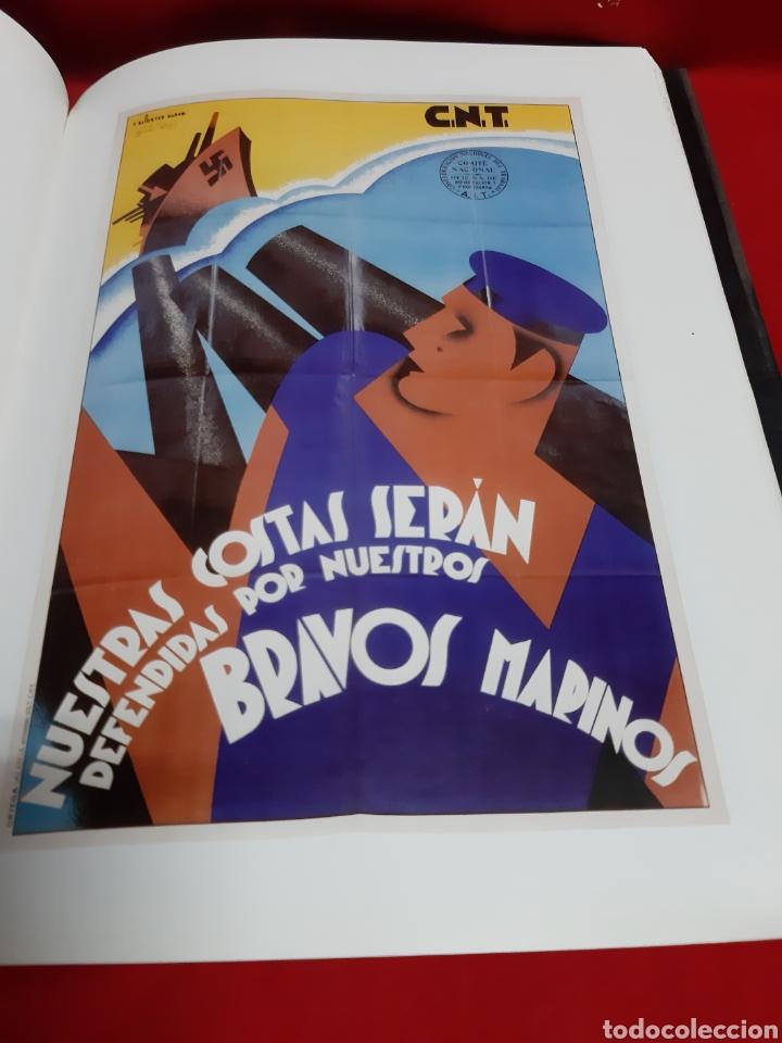 Libros de segunda mano: ART I PROPAGANDA. Cartells de la Universitat de Valencia publ . de la Univ Valencia 2001 en buen est - Foto 2 - 195335546