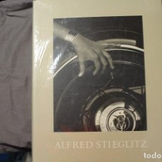 Libros de segunda mano: ALFRED STIEGLITZ. PHOTOGRAPHS AND WRITINGS. SARAH GREENOUGH - JUAN HAMILTON. TEXTO EN INGLÉS. Lote 195489281