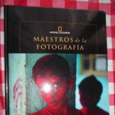 Libros de segunda mano: MAESTROS DE LA FOTOGRAFÍA: M.MCCURRY. Lote 199407116