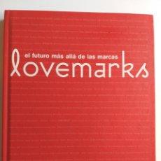 Libri di seconda mano: LOVEMARKS EL FUTURO MÁS ALLÁ DE LAS MARCAS KEVIN ROBERTS CEO MUNDIAL URANO 2005 . . DISEÑO. Lote 202661628