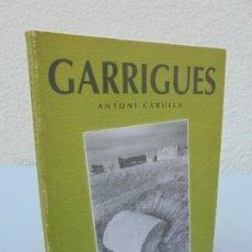 Libros de segunda mano: GARRIGUES. ANTONI CARULLA. COLECCION ASOMBRA. EDICION FOCAL. 2000. FOTOGRAFIAS. Lote 206356542