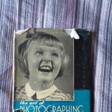 Libros de segunda mano: THE ART OF PHOTOGRAPHING CHILDREN FRANK AND MOLLY PARTINGTON 1946 FOTOGRAFÍAS NIÑOS. Lote 206590678