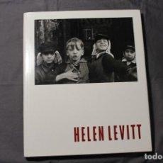 Libros de segunda mano: HELEN LEVITT. LIBRO DE FOTOGRAFÍAS. TEXTO EN INGLÉS.. Lote 207065575