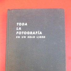 Libros de segunda mano: TODA LA FOTOGRAFIA EN UN SOLO LIBRO..AÑOS 60.. Lote 208740367