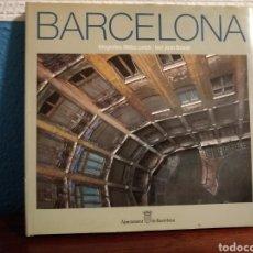 Libros de segunda mano: BARCELONA - FOTOGRAFIES MELBA LEVICK / TEXT JOAN BROSSA - AJUNTAMENT DE BARCELONA (1988). Lote 209388251