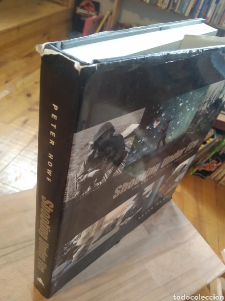 Libros de segunda mano: SHOOTING UNDER FIRE. PETER HOWE - Foto 2 - 210194081