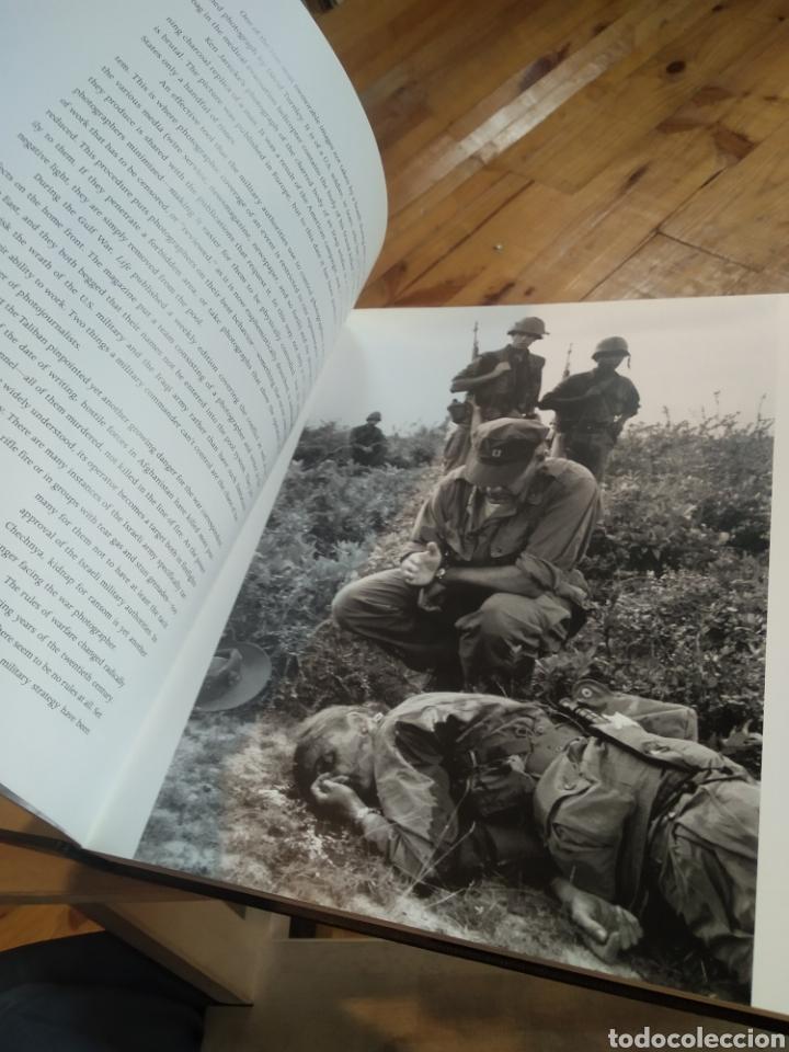 Libros de segunda mano: SHOOTING UNDER FIRE. PETER HOWE - Foto 5 - 210194081