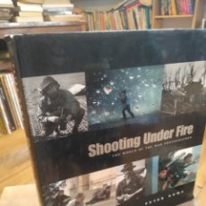 Libros de segunda mano: SHOOTING UNDER FIRE. PETER HOWE. Lote 210194081