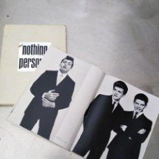 Libros de segunda mano: NOTHING PERSONAL, LA EDICIÓN DEL LEGENDARIO LIBRO DE FOTOGRAFÍA DE RICHARD AVEDON DE 1964 POR SÓLO. Lote 217267762