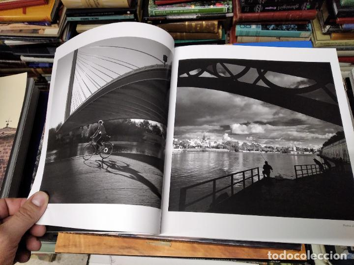 Libros de segunda mano: LA VIDA SECRETA DE SEVILLA .FOTOGRAFÍAS Y TEXTO ANTONIO DEL JUNCO . 1ª EDICIÓN 2017 . FOLCLORE - Foto 7 - 219239850