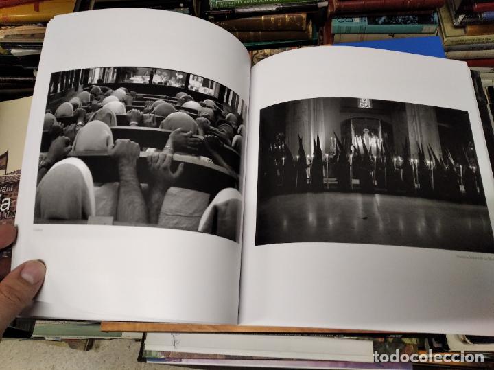 Libros de segunda mano: LA VIDA SECRETA DE SEVILLA .FOTOGRAFÍAS Y TEXTO ANTONIO DEL JUNCO . 1ª EDICIÓN 2017 . FOLCLORE - Foto 12 - 219239850